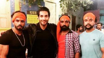 Superstar Feature Hindu Extremist's Protest Scene